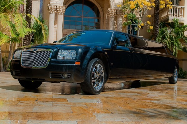 8 Person Chrysler 300 Limo Service Ft Worth